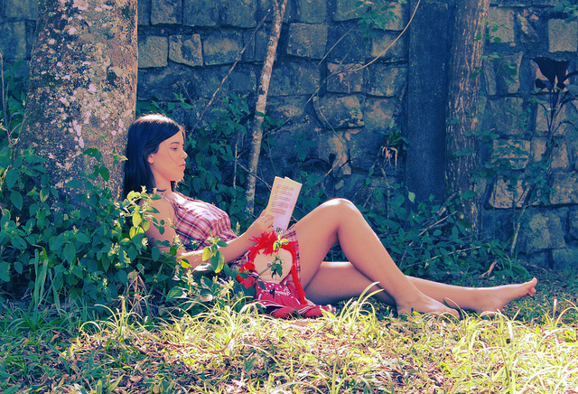 book-cute-doll-girl-read-reading-Favim.com-104002